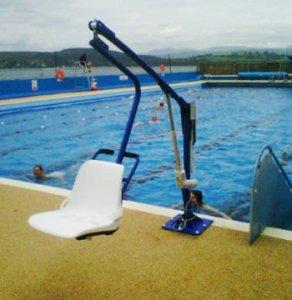 piscine accessible aux handicapés
